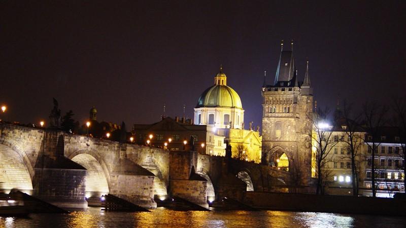 Budapest & Praga - Voli di linea Alitalia da tutti gli aeroporti